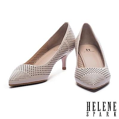 高跟鞋 HELENE SPARK 摩登魅力雙形大小沖孔拼接羊皮尖頭高跟鞋-米