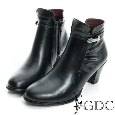 GDC個性-細扣帶水鑽金屬飾片真皮中跟短靴-黑色