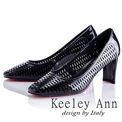 Keeley Ann 簡約美感~洞洞鏤空全真皮粗中跟鞋(黑色-Asin系列)