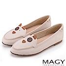 MAGY 樂活俏皮 趣味狗狗造型真皮平底便鞋-米色