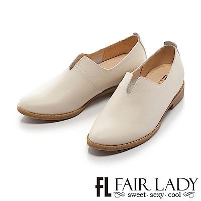 Fair Lady 優雅開岔延伸比例平底皮革鞋 米
