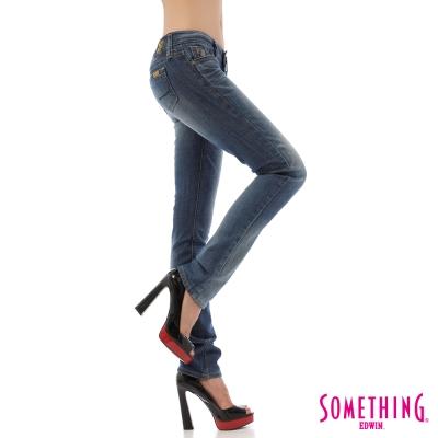 SOMETHING 窄直筒 NEO FIT低腰牛仔褲-女-漂淺藍