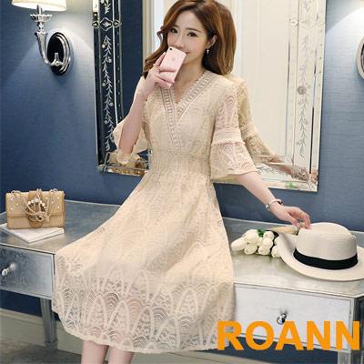 透膚V領拼接縷空蕾絲洋裝 (共二色)-ROANN