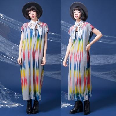 中大尺碼 灰底彩色直條波紋刷色長版棉洋裝-La Belleza