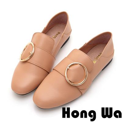 Hong Wa 率性設計單色時尚釦飾休閒跟鞋 - 可可