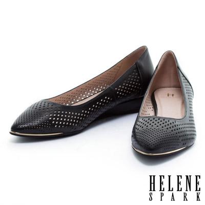 低跟鞋-HELENE-SPARK-金屬風數位沖孔羊皮尖頭楔型低跟鞋-黑