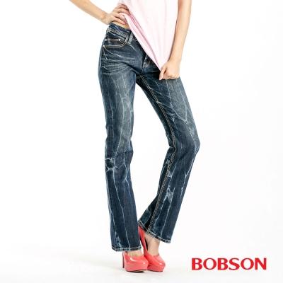【BOBSON】女款縱向重刷紋小喇叭褲(深藍53)