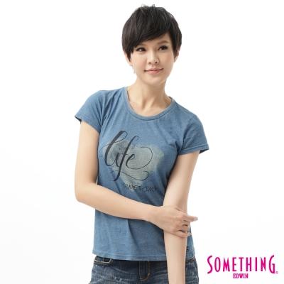 SOMETHING T恤 漂染愛心字母T恤 -女-拔淺藍