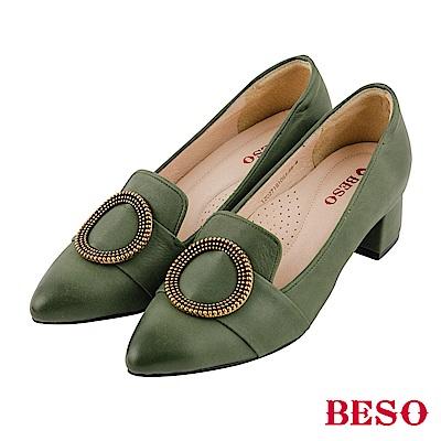 BESO 氣質典雅 全真皮古銅圓形飾釦仿舊刷色尖頭粗跟鞋~綠