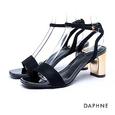 達芙妮DAPHNE 涼鞋-絨面一字繞踝金屬粗跟涼鞋-黑