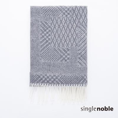 獨身貴族 幾何實驗交錯織紋小流蘇綴飾披巾(1色)