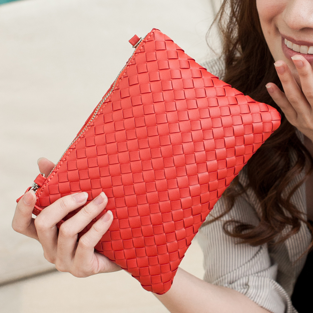 【Miyo平價包】巴黎時尚風編織拉鍊輕便收納斜背包(蘋果紅)