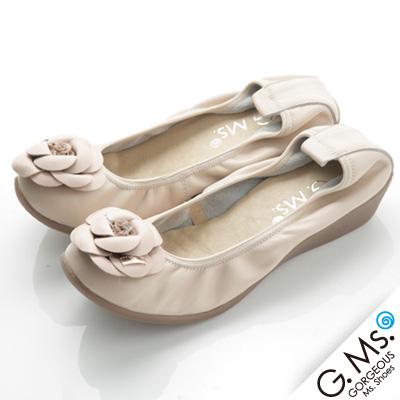 【G.Ms.】經典山茶花‧柔軟彎折厚底坡跟牛皮娃娃鞋‧奶油杏米