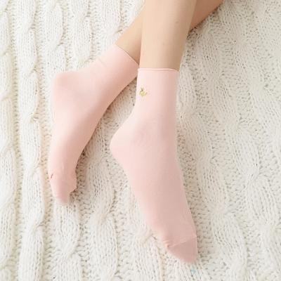 蒂巴蕾Fashion  socks 1/2女襪-刺繡小花