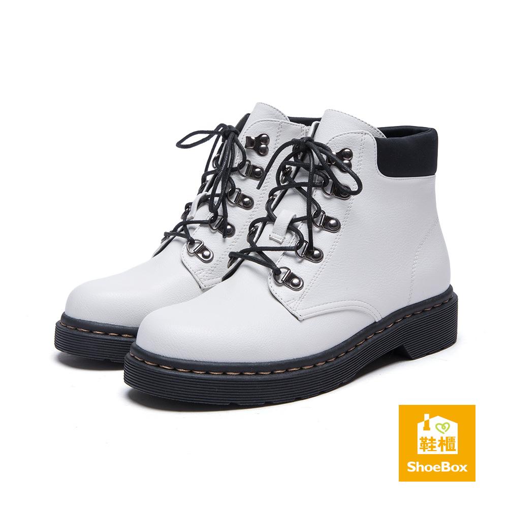 鞋櫃ShoeBox 短靴-D字釦環綁帶平底短靴-白