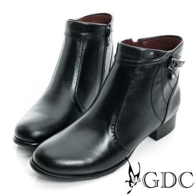 GDC個性-反折皮帶吊飾拉鍊真皮低跟短靴-黑色