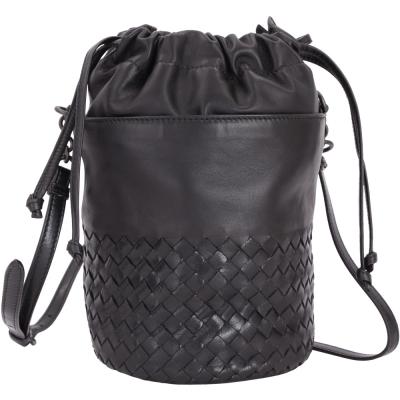 BOTTEGA VENETA Intrecciato 小牛皮編織束口水桶包(黑色)