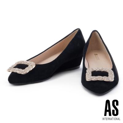 低跟鞋 AS 經典方鑽釦飾羊麂皮尖頭楔型低跟鞋-黑