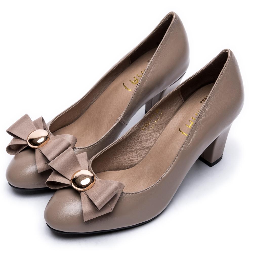 DIANA個性x甜漾換釦真皮原色跟鞋-百搭多變–卡其