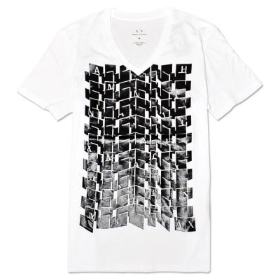 A|X Armani Exchange 幾何印刷V領短袖T恤-白