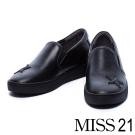 休閒鞋 MISS 21 俐落線條沖孔水鑽星星內增高休閒鞋-黑