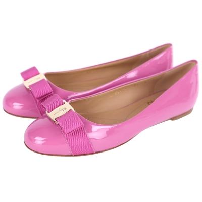Salvatore Ferragamo VARINA 漆皮娃娃鞋(水蜜桃色)