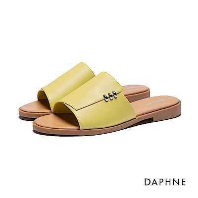 達芙妮DAPHNE 拖鞋-寬版鞋面金屬環飾平底拖鞋-黃