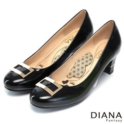 DIANA 超厚切LADY款--復古方型飾釦真皮跟鞋-黑