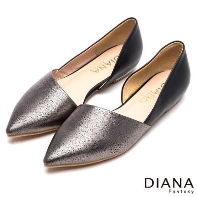 DIANA-魅力簡約-耀眼側腰挖空真皮平底鞋-黑