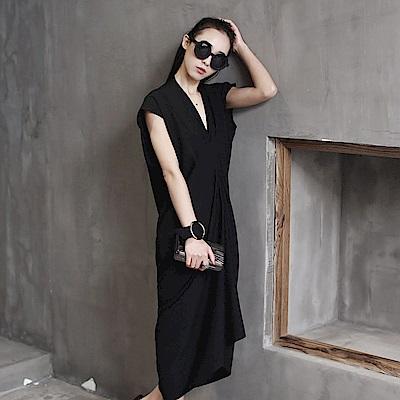 V領無袖氣質性感褶皺設計中長版洋裝-設計所在