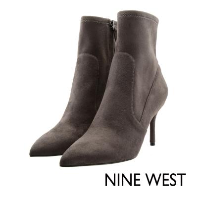 NINEWEST-麂皮尖頭高跟短靴-雅緻灰
