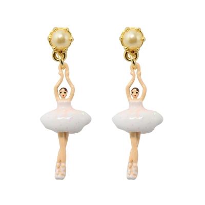 Les Nereides 優雅芭蕾舞女孩系列 珍珠白色迷你舞者耳針式耳環