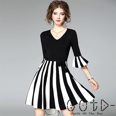 針織V領條紋拼接喇叭袖洋裝 (黑色)-OOTD