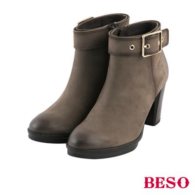 BESO 復古擦舊 雙色擦舊鞋口釦帶粗跟短靴~咖啡