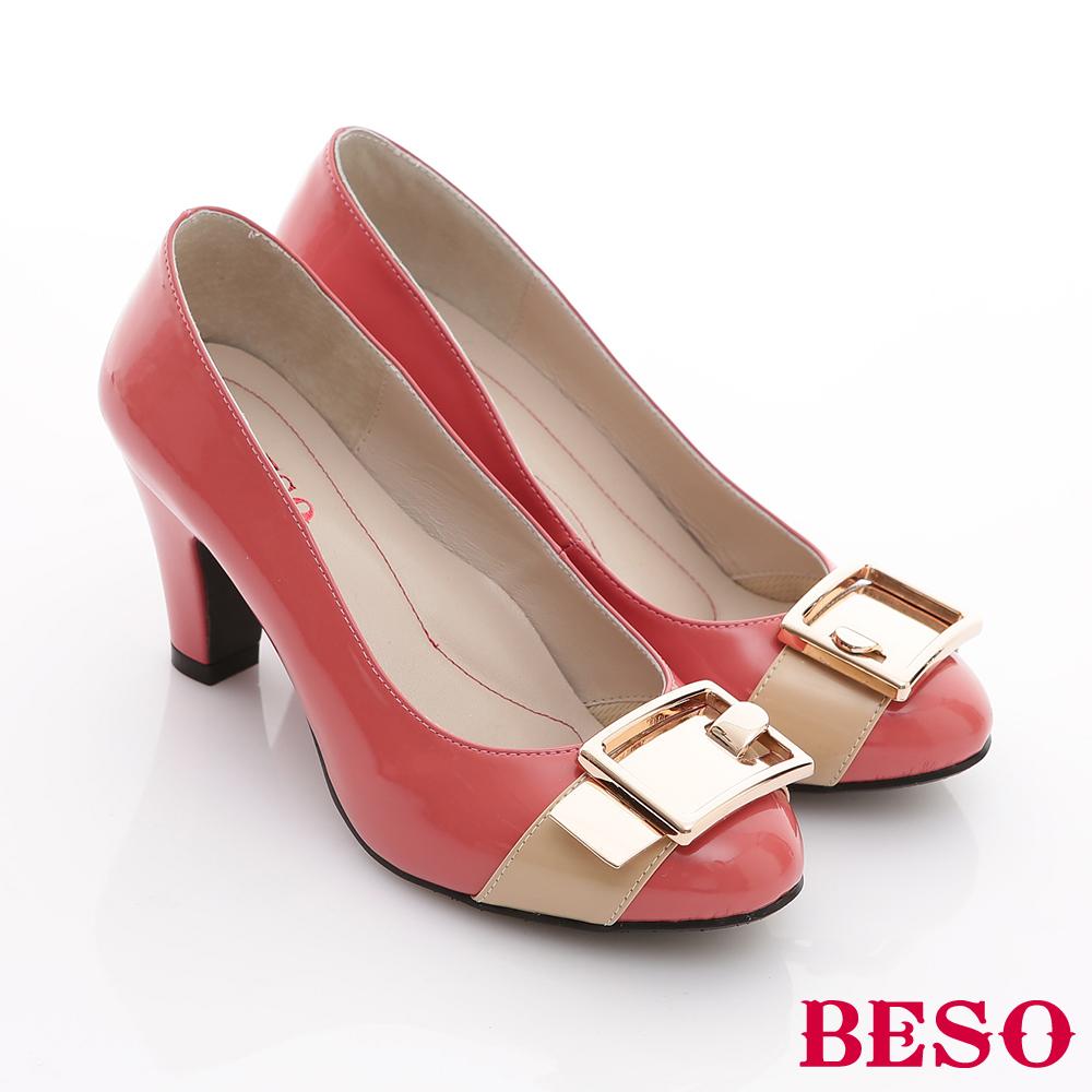 BESO 青春復古 漆皮亮面金屬釦高跟鞋 粉橘