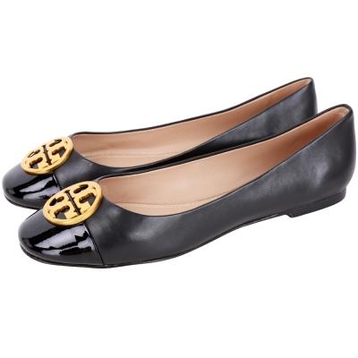 TORY BURCH Chelsea 金屬盾牌漆皮拼接平底鞋(黑色)
