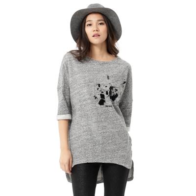 SOMETHING-植絨潑墨長版七分袖T恤-女-麻灰色