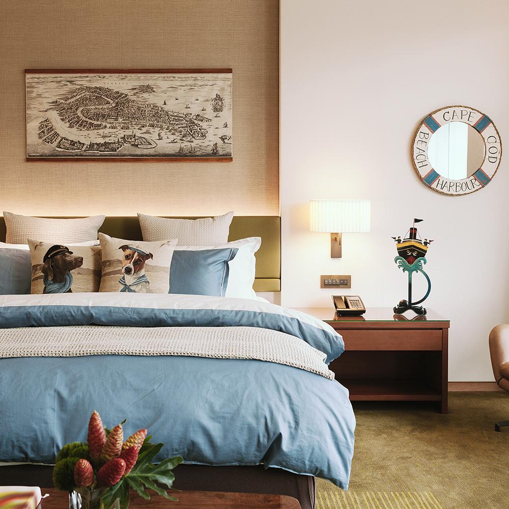 寬庭行旅-環遊世界-加大四件式被套床包組(爵士藍+天使白)