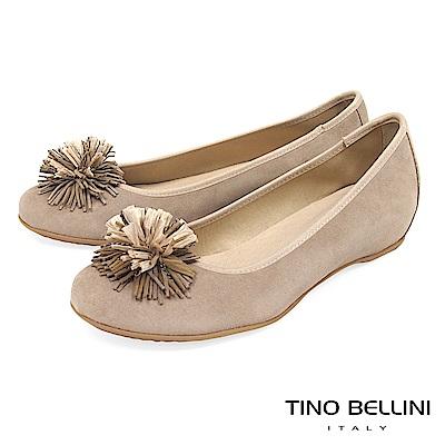 Tino Bellini 西班牙進口典雅繁花內增高娃娃鞋_ 駝