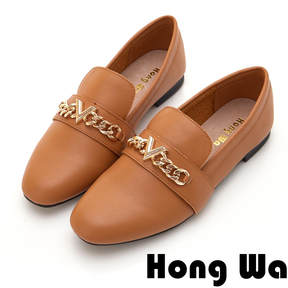 Hong Wa 極簡飾釦素面休閒跟鞋 - 棕
