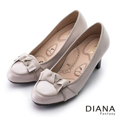 DIANA 漫步雲端布朗尼款--織紋蝴蝶結真皮跟鞋-米