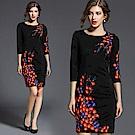 ABELLA 艾貝拉 紅紫梅花刺繡圓領七分袖短裙洋裝(M-2XL)