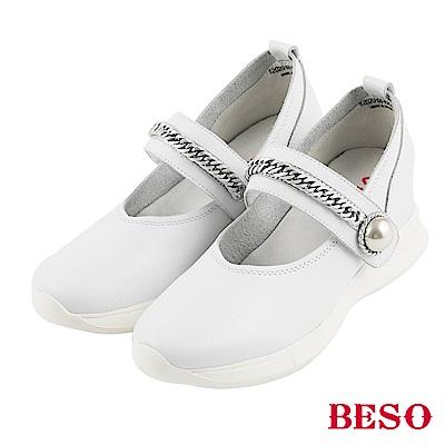 BESO 極簡漫步 全真皮運動風金屬鍊珍珠輕量休閒鞋~白