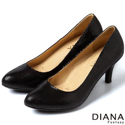DIANA-超厚切焦糖美人款-特殊壓紋羊皮跟鞋-黑