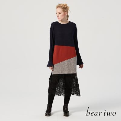 beartwo 休閒風拼接色塊圓領開衩長版上衣(二色)-動態show