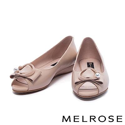 楔型鞋 MELROSE 清新雅緻珍珠飾釦魚口低跟楔型鞋-米