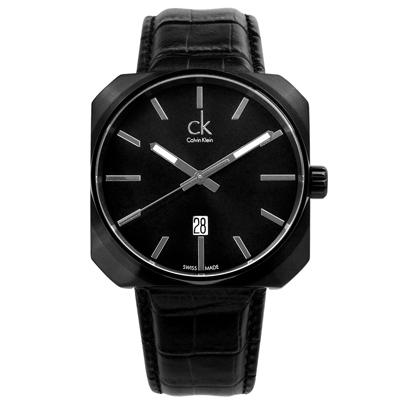 cK Solid 大面徑方型日期休閒皮帶腕錶-IP黑/ 42 mm