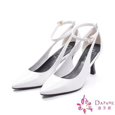 達芙妮DAPHNE-戀戀風尚側跟鏤空剪裁繫踝高跟鞋