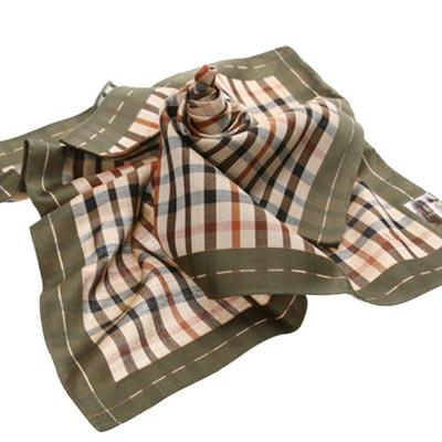 DAKS 經典格紋logo刺繡帕領巾(墨綠邊)