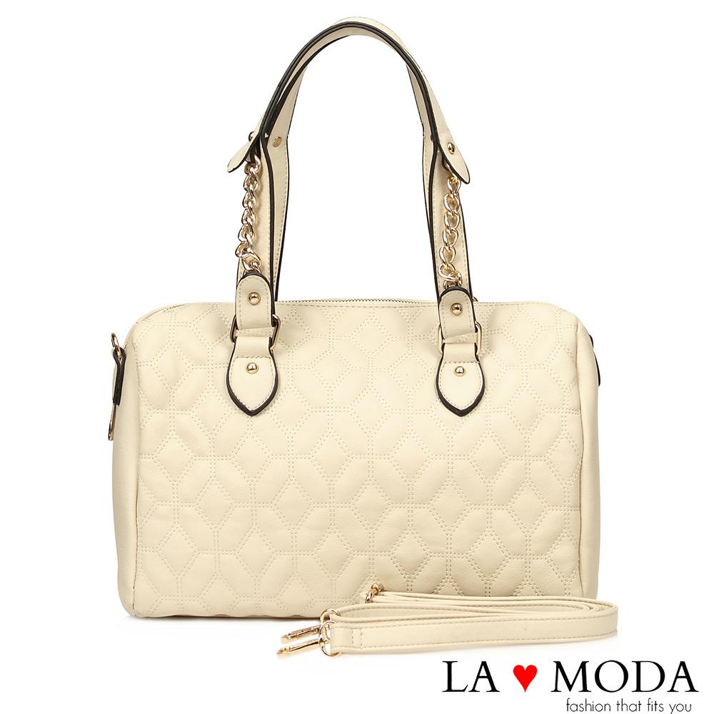 La Moda 特殊立體壓紋設計鍊條波士頓包(白)